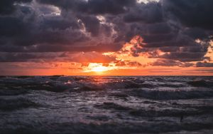 Preview wallpaper sunset, sea, waves, clouds, horizon
