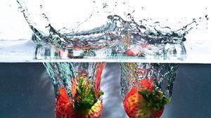 Preview wallpaper water, splash, strawberry, spray